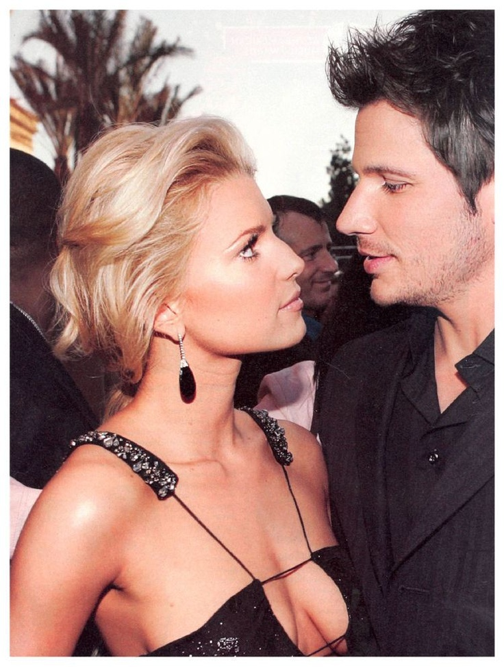 I know it's been like 10 years since they broke up, but they're still one of my fave couples.