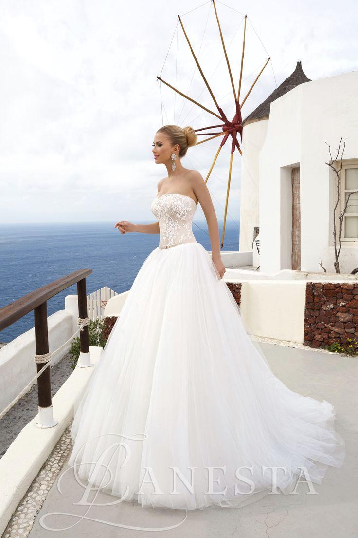 Aina Rendelhető, Kölcsönzési díja: 165.000,- HUF  Tüllös hercegnős esküvői ruha kizárólag az Európa Esküvői Ruhaszalonban!