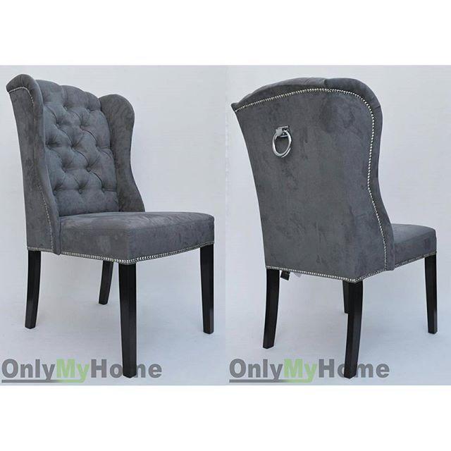 Jak Wam się podoba krzesło Jack z pikowaniem Chesterfield przystrojone tasiemką pineskową oraz kołatką? Kupicie je w naszym sklepie internetowym onlymyhome.pl w wybranej tkaninie oraz dodatkach. Zapraszamy do kontaktu  ________________________________ #Krzesło #Jack #krzesłoJack #wygodne #oryginalne #modnewnętrze #stylowewnetrze #foryou #design #interiordesign #instahome #instachair #interior #love #followme #onlymyhome @onlymyhome.pl
