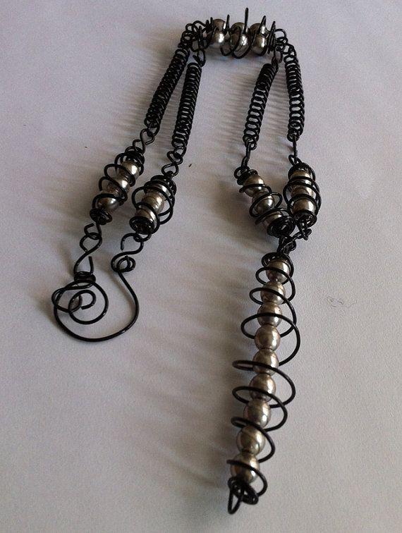 Black wiremetalic pearl beads necklaceWire design by bonmokishop