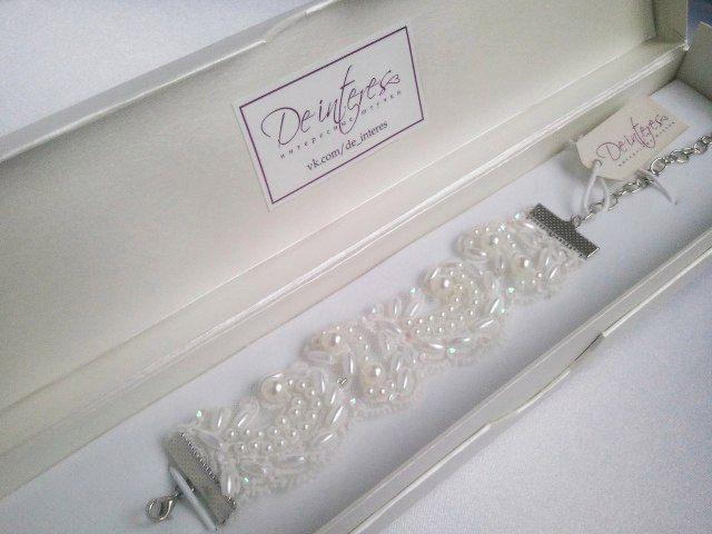 Свадебные аксессуары. Гипюровый браслет от De interes подчеркнёт ваш наряд и добавит в него нежности. В наличии! #гипюр#бусы#стразы#пойетки#невеста#платье#аксессуар#браслет#нежно#белый