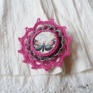 Brož Květina s motýlem