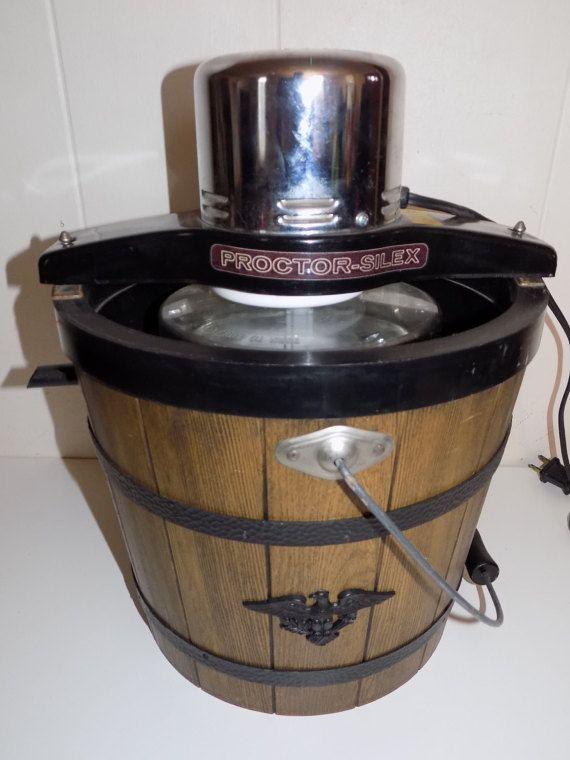 Vintage Proctor Silex Electric Ice Cream Maker Freezer 4 Quart. This is a very retro ice cream maker.