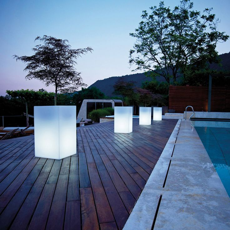 #Vaso #luminoso per esterni in polietilene comprensivo di kit luce outdoor. Realizzato in polietilene traslucido. Disponibile in diverse dimensioni. By Viadurini in the graden. [www.viadurini.it]