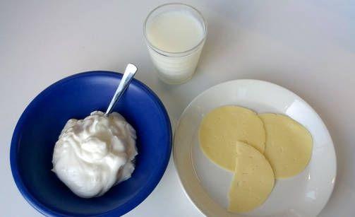 Syömällä päivässä 2,5 desilitraa rasvatonta maitoa, 2,5 desilitraa jogurttia ja 2,5 juustosiivua, saat päivän tarpeista...  100 prosenttia päivän kalsiumin ja B12-tarpeesta  70 prosenttia B2-tarpeesta  50 prosenttia jodin tarpeesta  33 prosenttia proteiinista  .