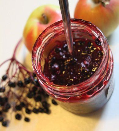 Konfitüre aus Holunderbeeren und Äpfeln