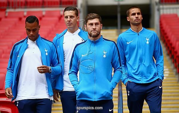 LONDON, ENGLAND - AUGUST 5: Ben Davies of Tottenham Hotspur arrives with teammates prior to the Pre-Season Friendly match between Tottenham Hotspur and Juventus at Wembley Stadium on August 5, 2017 in London, England