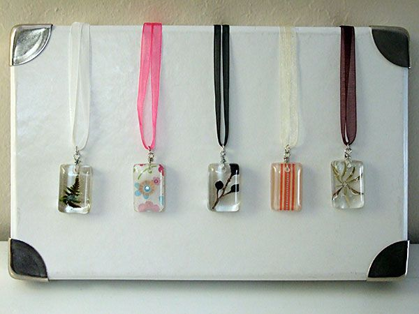 Home Sweet Holmes: Round Up: Girls' Camp CraftsResins Pendants, Girls Camp Crafts, Crafts Ideas, Girls Generation, Pendants Necklaces, Girls Camps Crafts, Girls Scouts, Scouts Crafts, Sweets Holmes