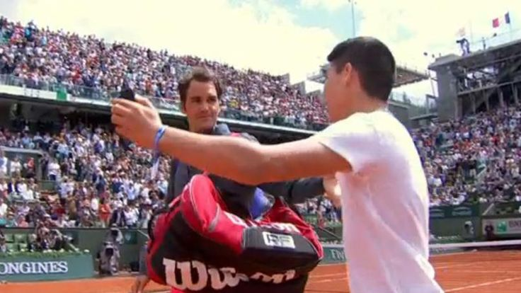 Roger Federer 2015 French Open Surprise: Lack of Security - http://movietvtechgeeks.com/roger-federer-2015-french-open-surprise-lack-of-security/-Roger Federer knows that if it weren't for his fans, he's be nothing, and he's always gone out of his way for them, but on Sunday at the 2015 French Open, a line was most definitely crossed.