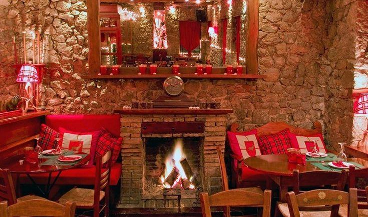 Αρωματικά οινόμελα μπροστά στο τζάκι, ψαγμένα cocktails, εκλεκτό κρασί και δημοφιλή apres-ski parties σε υπέροχα chalets. Συγκεντρώσαμε τα καλύτερα σημεία για all day διασκέδαση στον αγαπημένο προορισμό του χειμώνα.