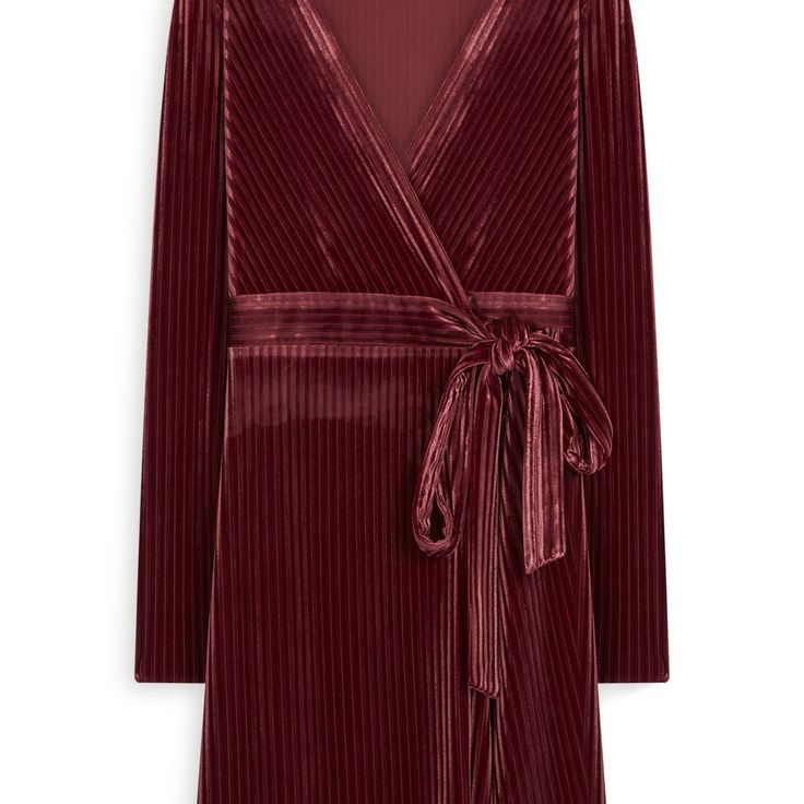 Vestido de terciopelo burdeos  Categoría:#primark_mujer #ropa_de_mujer #vestidos en #PRIMARK #PRIMANIA #primarkespaña  Más detalles en: http://ift.tt/2yanBbf