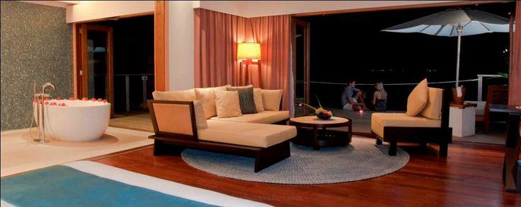 Vakarufalhi Island Resort ->> www.voyagewave.com