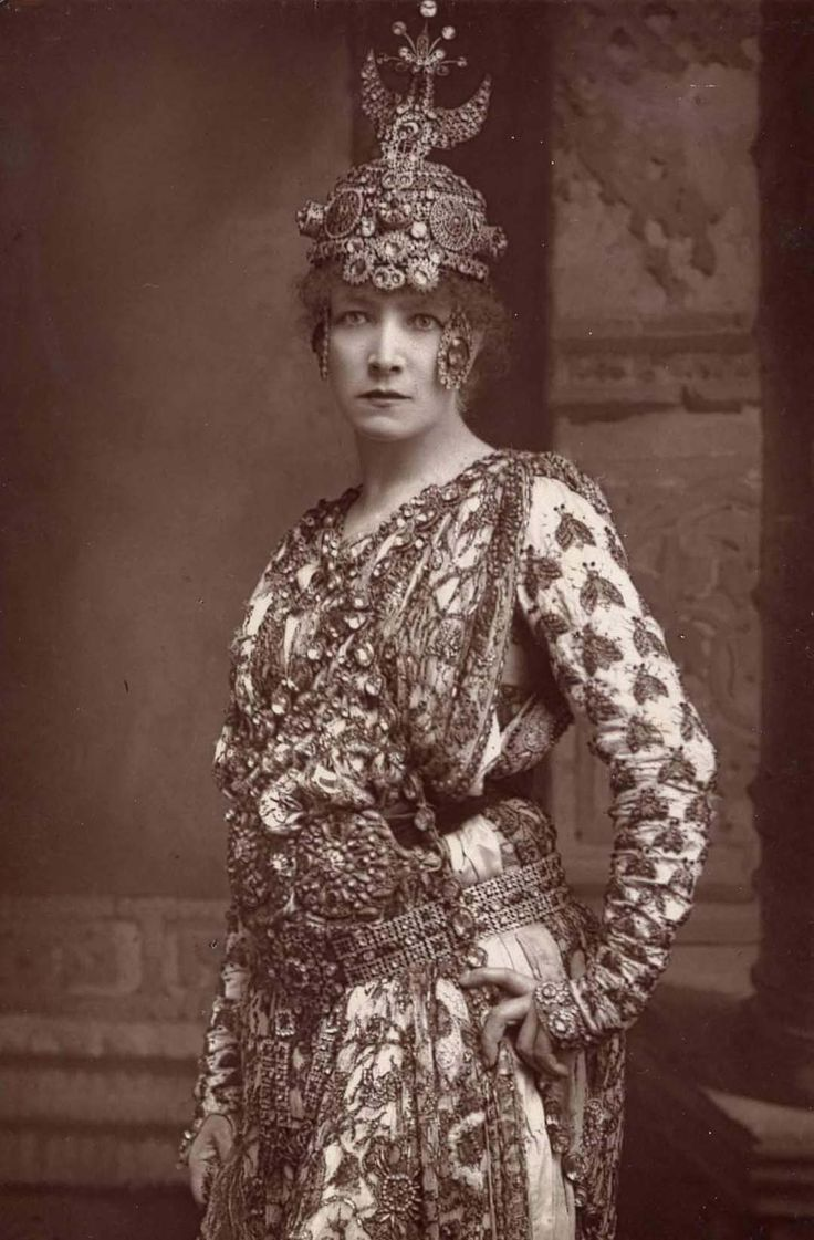 sarah bernhardt Thrill your walls now with a stunning sarah bernhardt print from the world's largest art gallery choose from thousands of sarah bernhardt artworks with the option to print on canvas, acrylic, wood or museum quality paper.