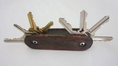 Canivete de Chaves feito de madeira velha - idéia bacana!