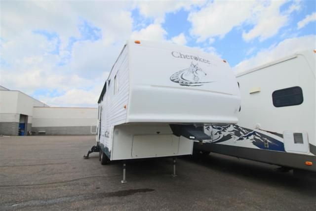 Check out this 2004 Forest River Forest River CHEROKEE LITE 255S listing in…