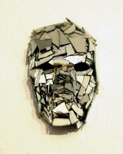 broken mirror mask by JoanLlado                                                                                                                                                                                 Mais