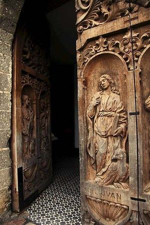Love - Love, these exquisitely carved doors on this church in Europe!!!