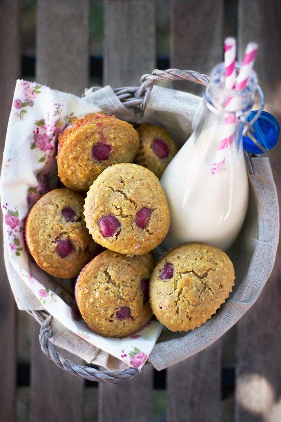 Muffin con ciliegie mele e mandorle
