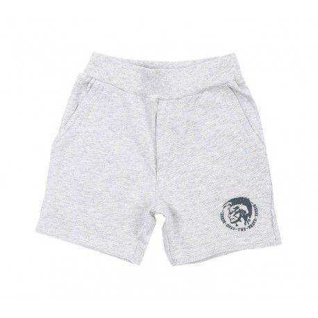 SHORTS BIMBI DIESEL KID Shorts per neonati della Diesel in morbido e leggero jersey di cotone di colore grigio chiaro con fascia a coste elasticizzata in vita, due tasche laterali a sbiego e il classico logo della Diesel stampato. Shorts Diesel Kid ideali per gattonare, giocare e riposare, perfetti per tenere comodi i bambini anche nelle giornate più calde.  #diesel #dieselkid #shorts #shortsdiesel #bermuda #pantaloncini #calzoncini #felpa #boy #kid #junior #child #children #abbigliamento
