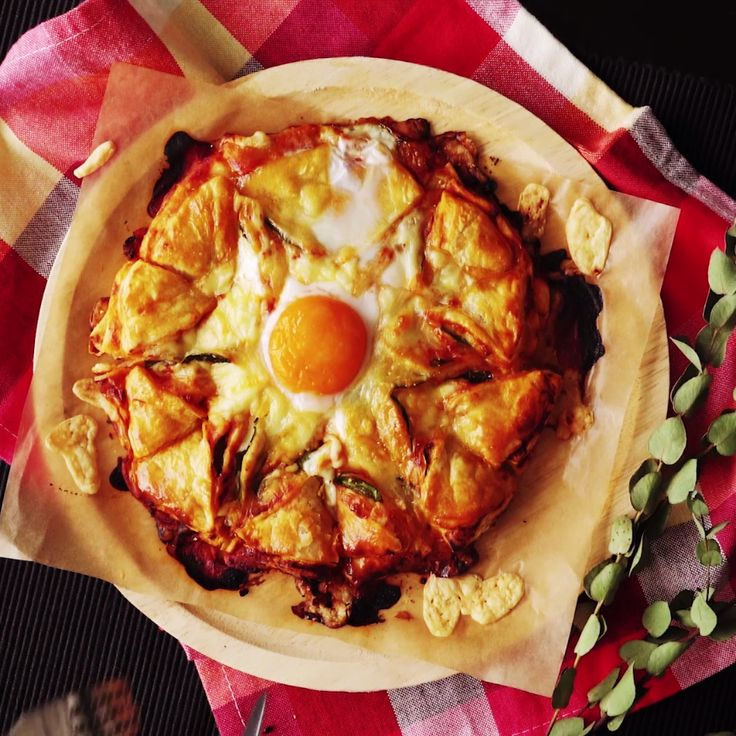 How to make Stuffed Puff Pastry Pizza.