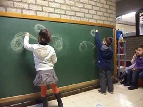 Schrijfdans: Charlotte & Arno maken ronden & achten - YouTube