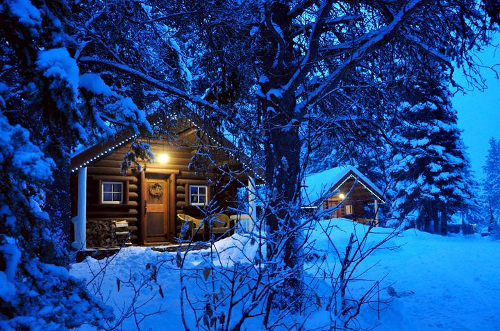 Storm Mountain Lodge - Banff, Alberta.  Dreamy log cabins in the spectacular Rocky Mountains.  http://www.stormmountainlodge.com/