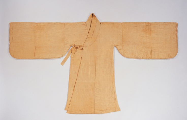 "Jungchimak (Coat with Side Slits)From the tomb of Jyeong JaeHoo (1624~1695) ""Jyeong JaeHoo, the grandson of Jeong KwangKyung, was a magistrate under the rule of King Sookjong. This type of coat, called a jungchimak was worn by noblemen as an everyday costume. It was worn over the jeogori and has a long side slit up to the underarm. This one is quilted and lined with silk tabby textile.""  At the Gyeonggi Provincial Museum http://www.musenet.or.kr/english/collections/show.asp?ct=6=514"