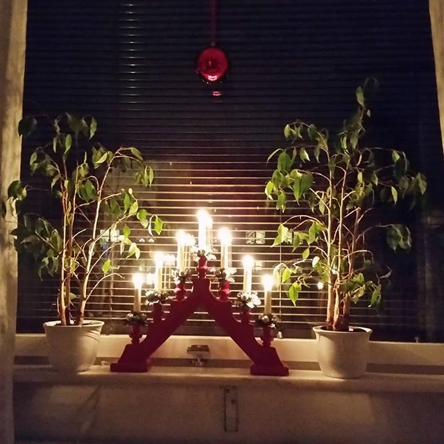 Juldekorationer. #beautiful #decoration #dekoration #lights #night #black #dark #vackert #peaceful #evening #kväll #view #city #christmas #christmasdecorations #nofilter #instadaily #instagood #december #christmastime #window #home #decor #indoor #inredning #inspo - Architecture and Home Decor - Bedroom - Bathroom - Kitchen And Living Room Interior Design Decorating Ideas - #architecture #design #interiordesign #diy #homedesign #architect #architectural #homedecor #realestate…