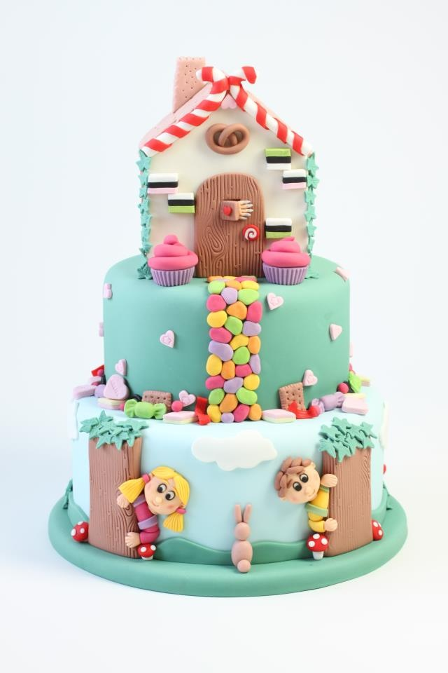 Hansel & Gretel Cake - this would be perfect for a kids Christmas party!!!