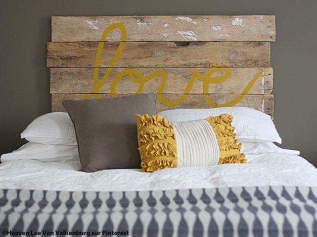 Maison idee deco palette de bois tete de lit copie