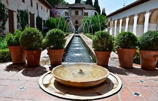 Picos y grifos de agua para fuentes de jardín.