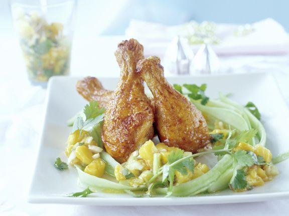 Knusprige Hähnchenkeulen auf Gurken-Mango-Salat ist ein Rezept mit frischen Zutaten aus der Kategorie Hähnchen. Probieren Sie dieses und weitere Rezepte von EAT SMARTER!