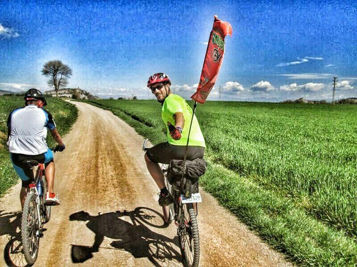 Feliç i content sobre la meva bici!! #cicloturisme