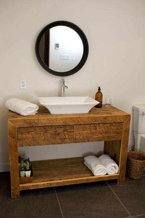 Vanit de salle de bain en bois de grange bois de for Miroir bois de grange