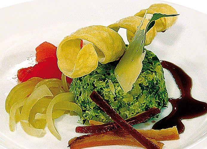 Timballetto di bucatini e cicoriella ripassata, su amatriciana scomposta  #lamadia #lamadiatravelfood #food