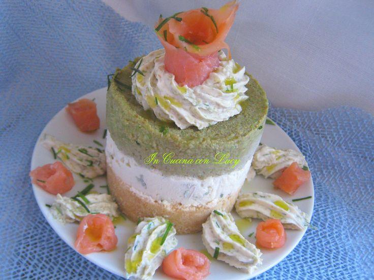 Cheesecake al salmone e avocado. Ho già presentato la versione dolce della cheesecake. Oggi vi propongo la versione salata senza gelatina...............