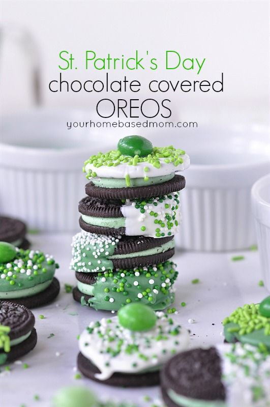 St. Patrick's Day Chocolate Dipped Oreos. #desserts #green