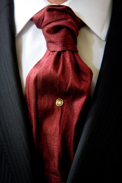 Red silk tie - another option for those black tie affairs. www.chataromano.com