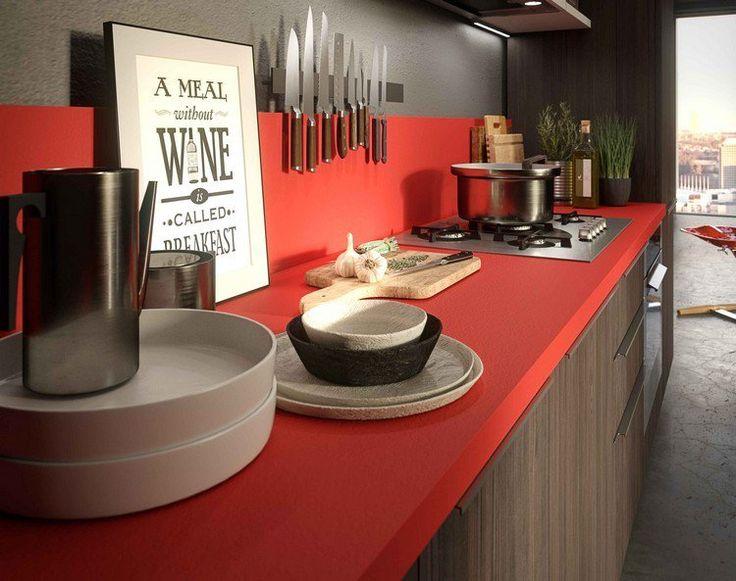 cuisine élégante avec une crédence et un plan de travail en rouge et façade d'armoires bois