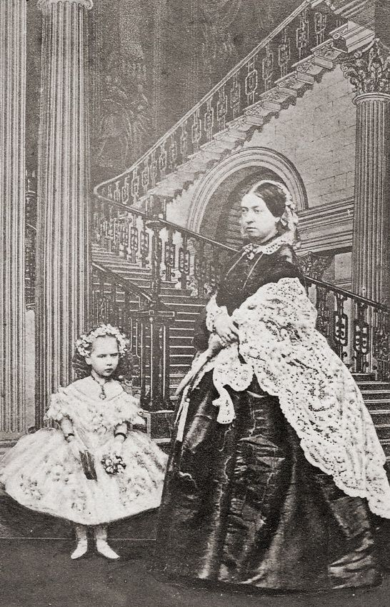 John Mayall. Queen Victoria and her daughter 'baby' Beatrice, 1861  [::SemAp FB || SemAp::]
