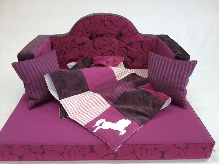 Superschönes Kindersofa für die kleine Prinzessin!   Ganz in Rose´ und violetten Tönen gehalten verwandelt dieses Sofa das Kinderzimmer ihrer kle...