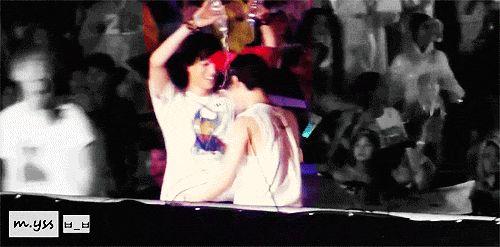 Esse abraço gostoso ♡♡ Kaisoo me arrasa