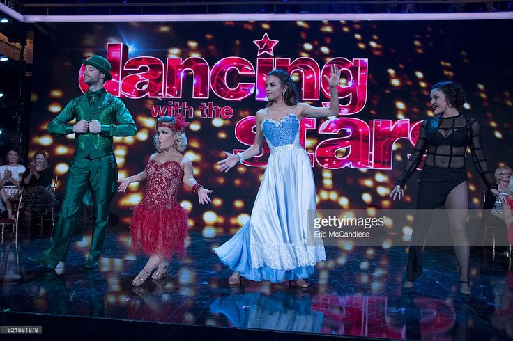 episode-2309-the-six-remaining-celebrities-will-dance-two-dances-one-picture-id621681878 (1024×683)