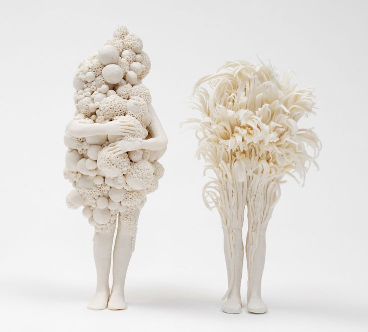 Anonymous Figures Struggle Against Nature in Porcelain Sculptures by Claudia Fontes | Colossal