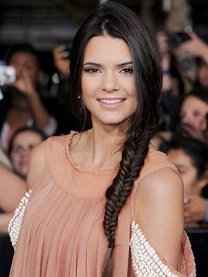 Kendall Jenner looks elegant with her fishtail braid. Hair KendallJenner