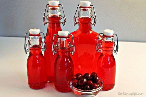 This+beautiful,+festive+liqueur+is+easy+to+make+and+delicious+for+sipping+by+itself+or+as+a+cocktail+mixer.+Perfect+for+Thanksgiving+and+Christmas+toasts.+It+makes+a+great+holiday+gift.+#CranberrySauce+#Liqueurs+#Cocktails+#CocktailMixer+#HolidayGift+#Beverages+#DIYGifts+#TheYummyLife