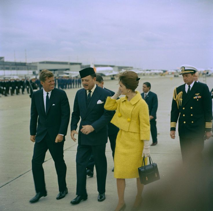 1962. 24 Septembre. By Robert KNUDSEN. KN-C24230. President John F. Kennedy and First Lady Jacqueline Kennedy with President of Pakistan, Muhammad Ayub Khan. Quonset Point Naval Air Station. North Kingstown, Rhode Island