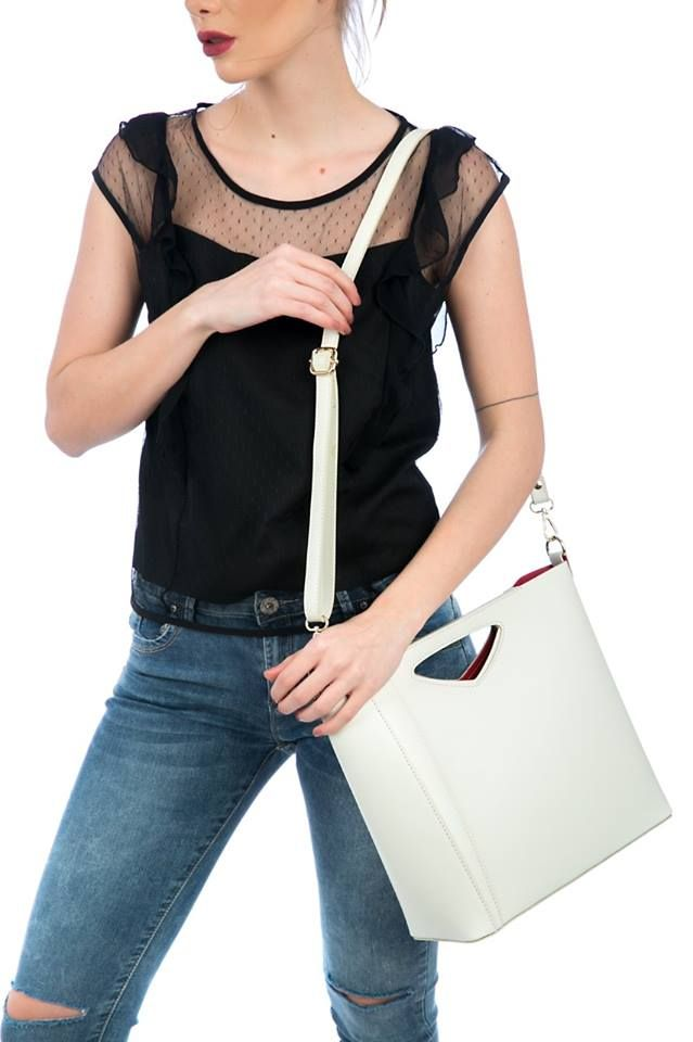 Leather crossbody bag with handle. Detachable and adjustable chain shoulder strap. Magnet handle closure. Detachable inner bag with zip closure. Genuine leather. Made in Italy.  https://www.modaboom.com/accessories/bags/dermatini-top-handle-tsanta-mpez/