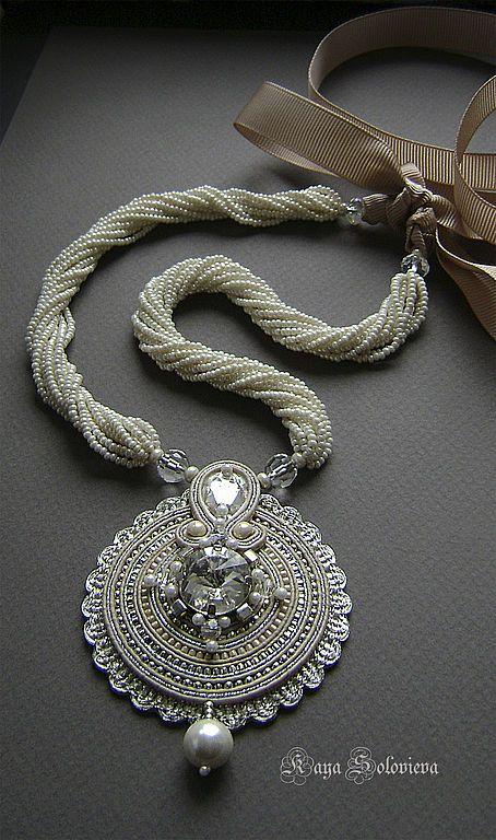 "Колье, бусы ручной работы. Ярмарка Мастеров - ручная работа Колье ""Crystal"". Handmade./ I like everything but the circular pendant."