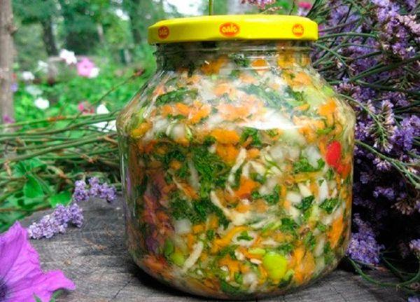 Приготовление популярного салата в домашних условиях. Рецепты закатки салата с различными ингредиентами на зиму, советы по консервированию.